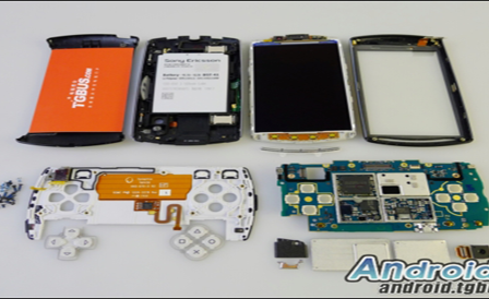 Android-playstation-phone-xperia-play-torn-apart